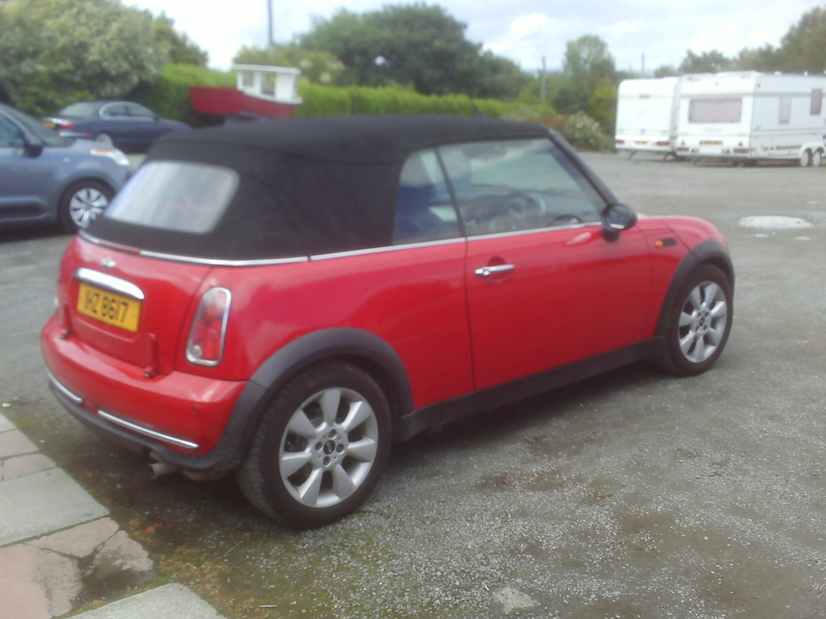 2004 MINI CONVERTIBLE SUMMER FUN  For Sale (picture 5 of 6)