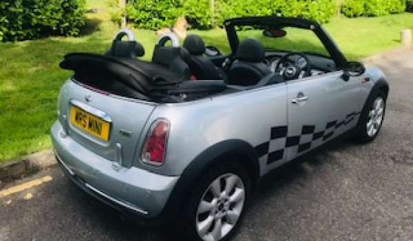 2004/54 MINI One Convertible in Pure Silver_Half Leather For Sale (picture 3 of 6)