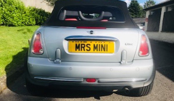2004/54 MINI One Convertible in Pure Silver_Half Leather For Sale (picture 4 of 6)