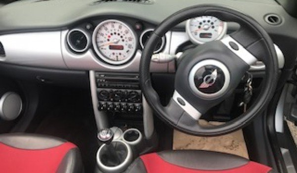 2004/54 MINI One Convertible in Pure Silver_Half Leather For Sale (picture 5 of 6)