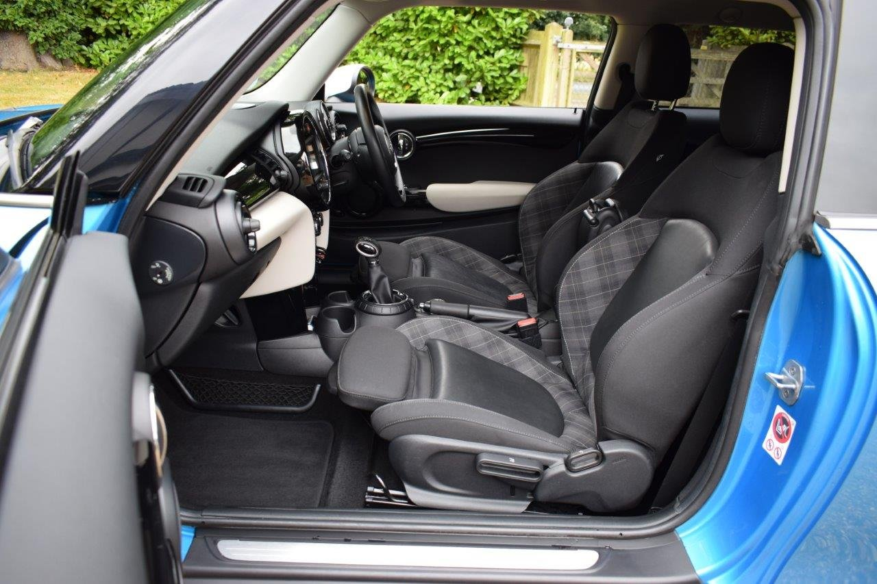 2015 MINI Cooper CHILI Automatic For Sale (picture 6 of 6)