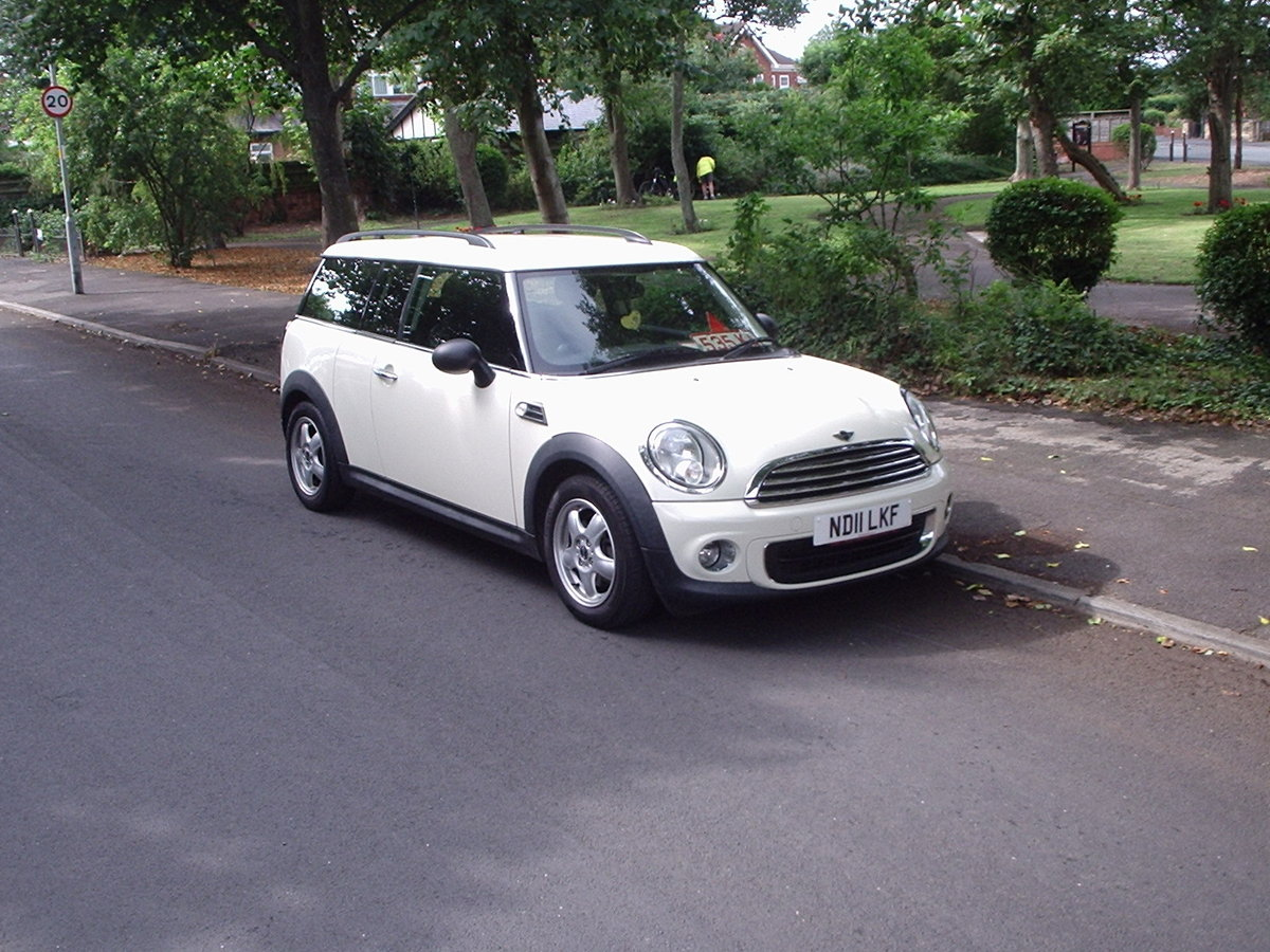 2011 MINI CLUBMAN ONE in Pepper White SOLD (picture 2 of 6)