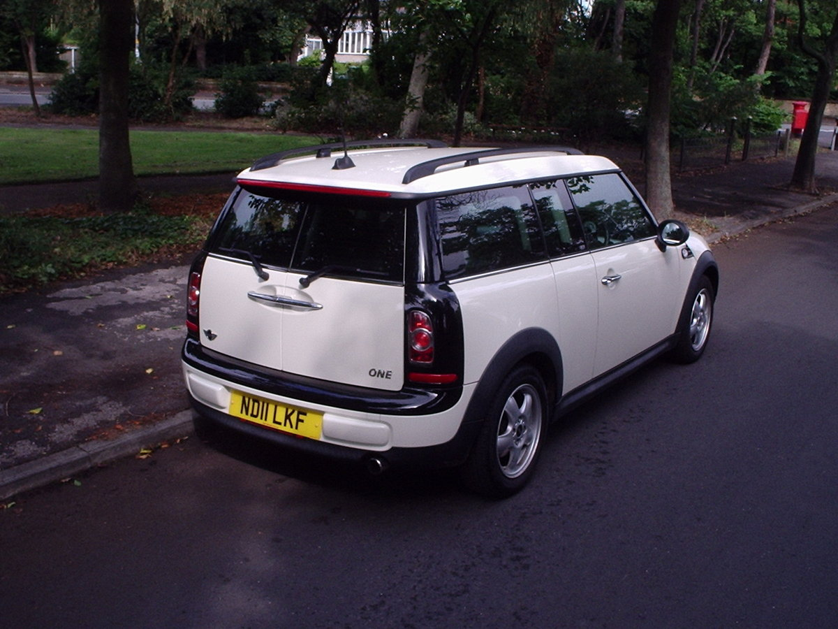 2011 MINI CLUBMAN ONE in Pepper White SOLD (picture 3 of 6)