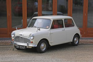 1968 MORRIS MINI-MINOR SUPER DE LUXE SOLD