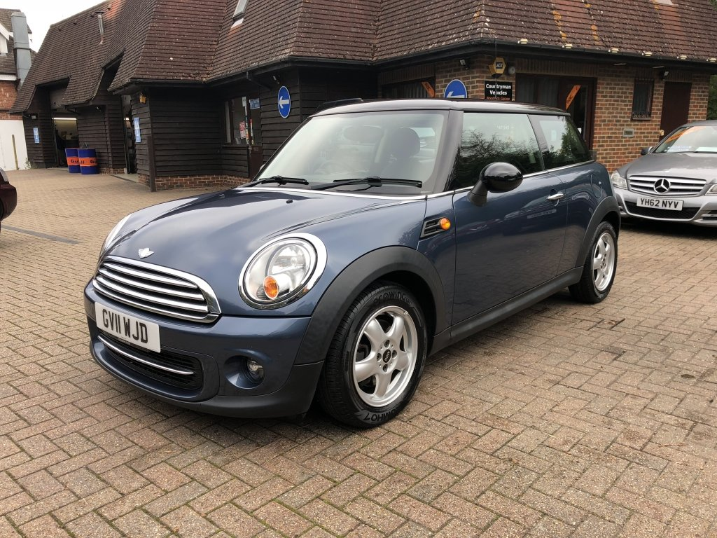 2011 (11) Mini 1.6 Cooper Hatchback | ONE OWNER For Sale (picture 2 of 6)