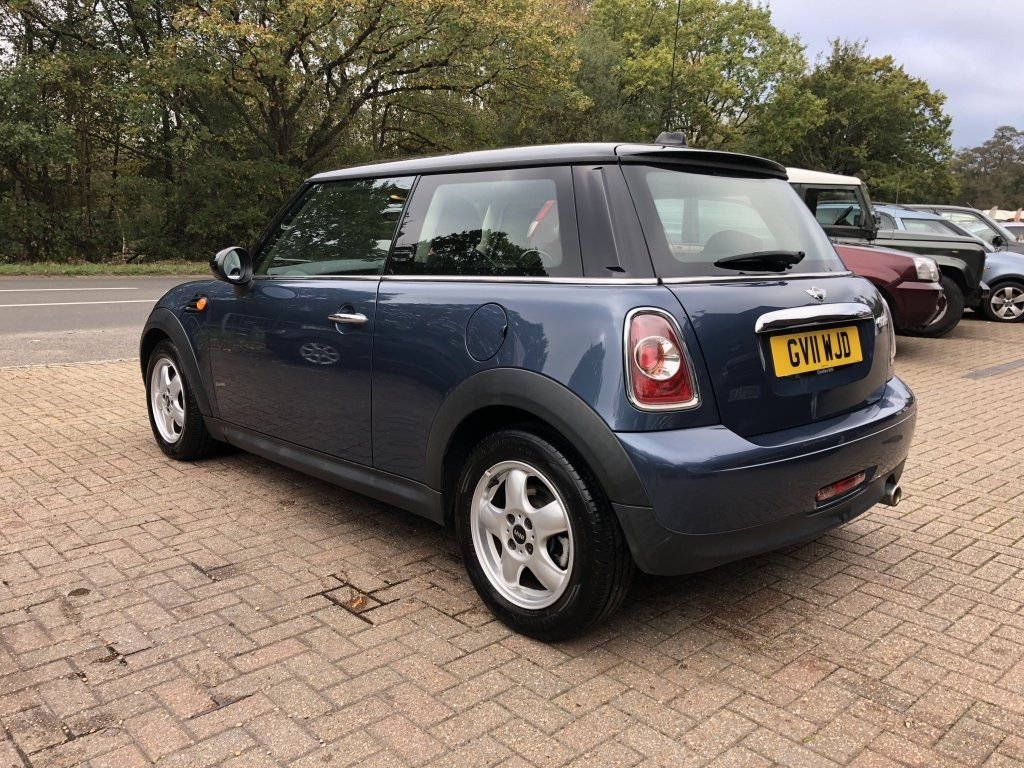 2011 (11) Mini 1.6 Cooper Hatchback | ONE OWNER For Sale (picture 4 of 6)
