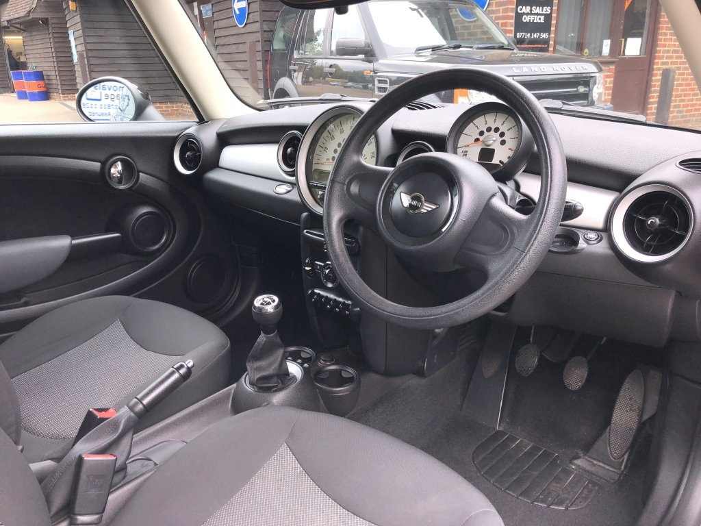 2011 (11) Mini 1.6 Cooper Hatchback | ONE OWNER For Sale (picture 5 of 6)