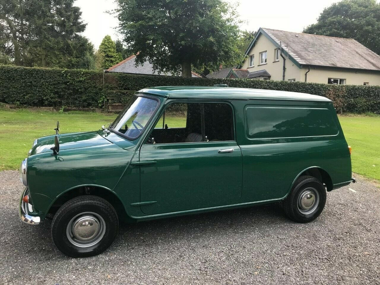 1969 MORRIS MINI VAN GREEN 17K STUNNING CONCOURS WINNER!!! For Sale (picture 1 of 6)