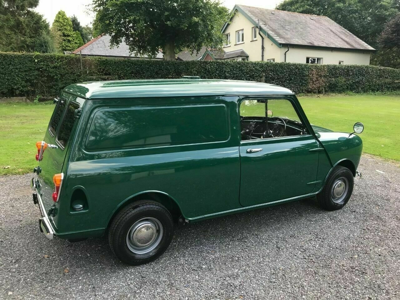1969 MORRIS MINI VAN GREEN 17K STUNNING CONCOURS WINNER!!! For Sale (picture 3 of 6)