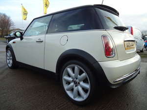 2006 LOVELLY LOW MILEAGE MINI COOPER 1.6 @ ONLY 31,083