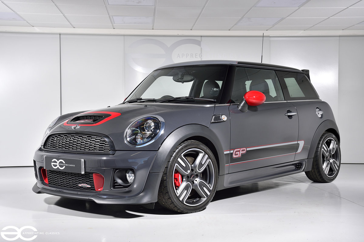2012 A Superb & Collectable Mini GP2 with just 1,976 Miles! For Sale (picture 2 of 6)