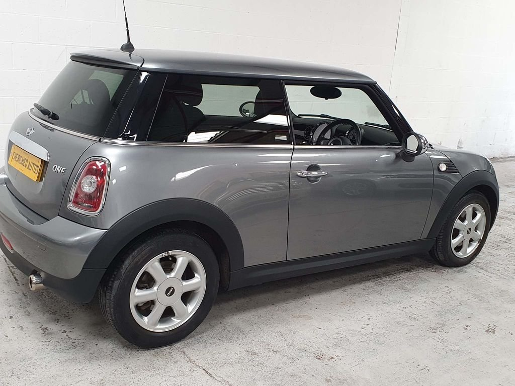 2009 SILVER MINI HATCH 1.4 ONE GRAPHITE* GEN 30,000 MILES*GREAT For Sale (picture 2 of 6)