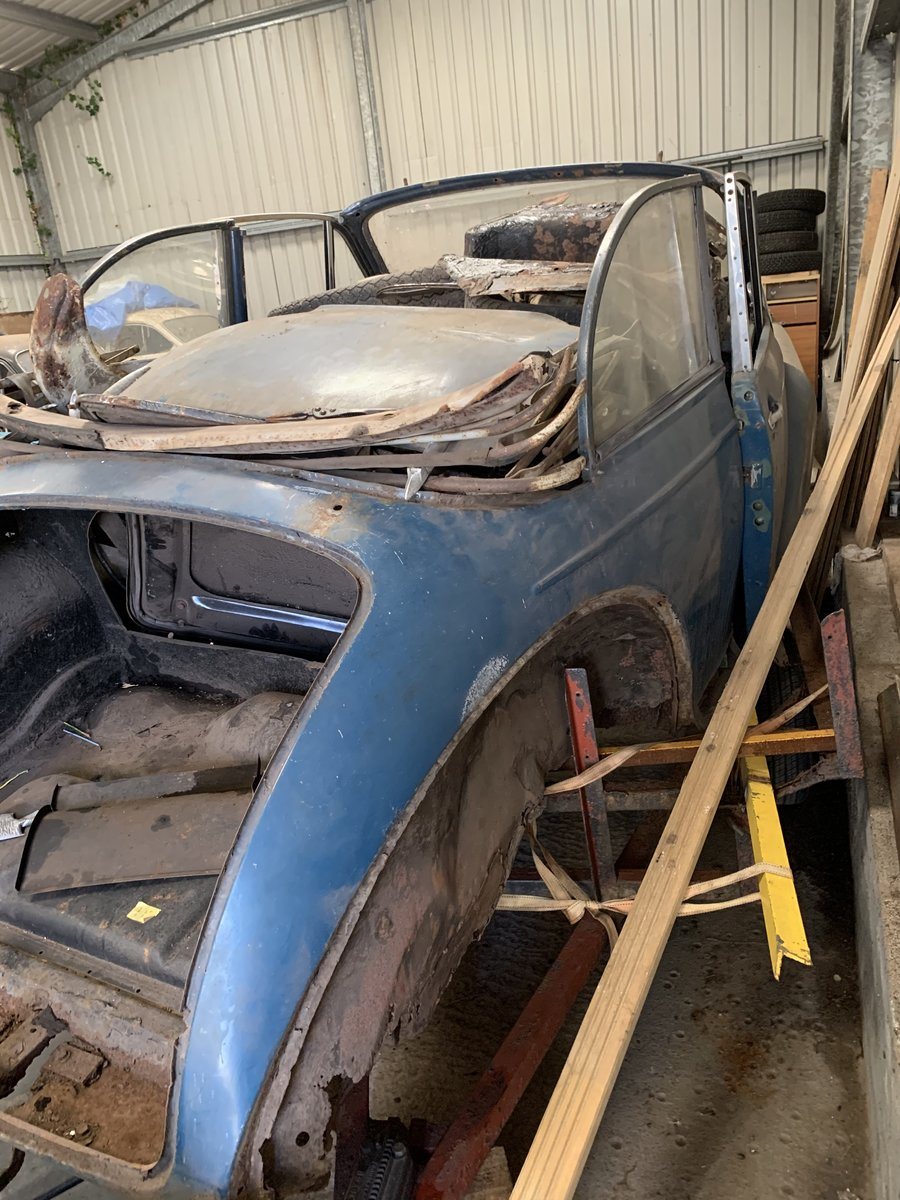 2007 Morris Minor Convertible for restoration For Sale (picture 2 of 5)