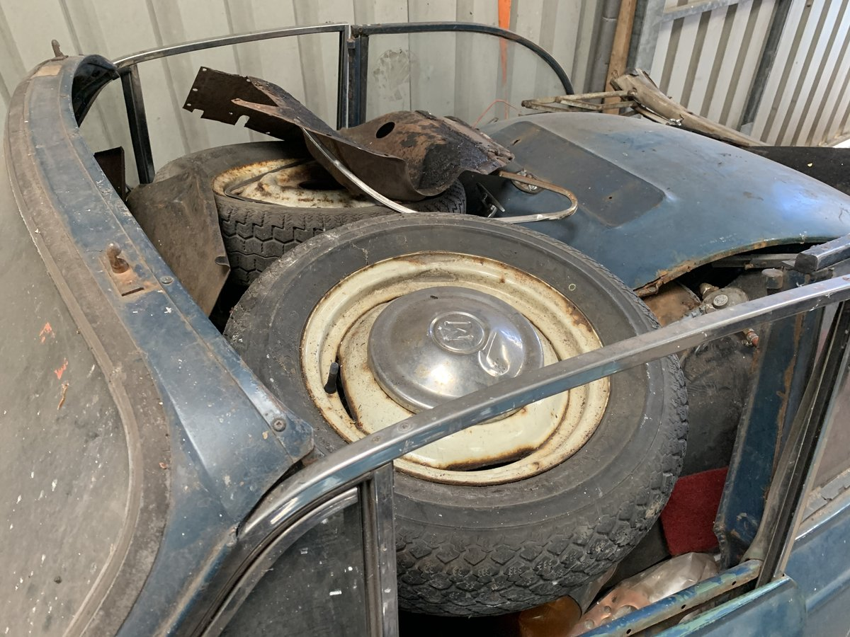 2007 Morris Minor Convertible for restoration For Sale (picture 3 of 5)