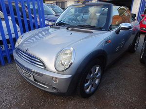 AUTOMATIC MINI COOPER CONVERTIBLE  IN SILVER  75,000 MILES