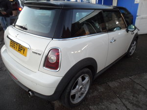 WHITE MINI COPPER 1600cc PETROL WITH BLACK ROOF 135K LEATHER