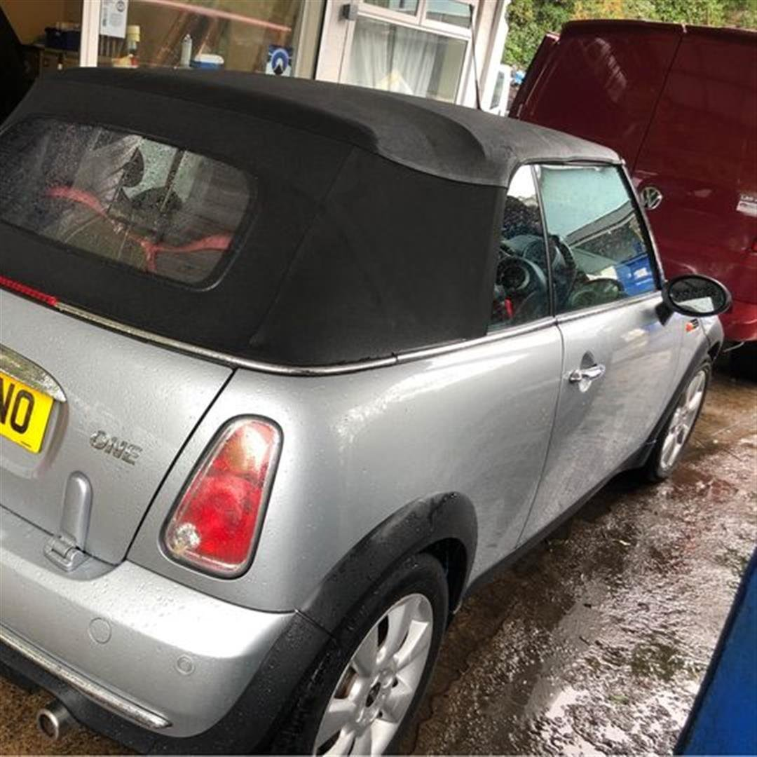 2004 Silver convertible mini one For Sale (picture 3 of 11)