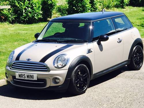 2013 MINI Hatch 1.6 Cooper Baker Street Limited Edition  SOLD (picture 1 of 6)