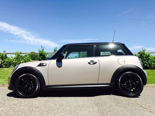 2013 MINI Hatch 1.6 Cooper Baker Street Limited Edition  SOLD (picture 2 of 6)