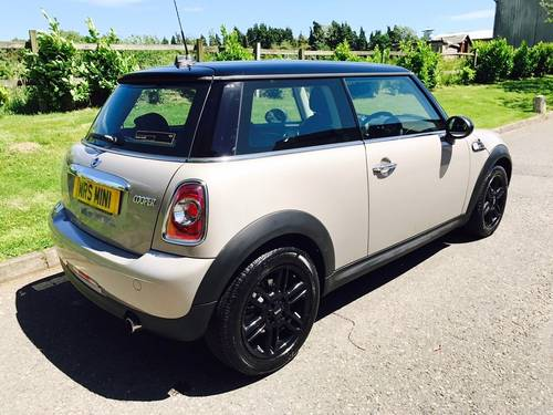 2013 MINI Hatch 1.6 Cooper Baker Street Limited Edition  SOLD (picture 3 of 6)