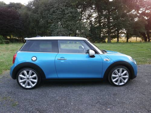 2015 MINI COOPER 'S' 2.0 BLUE/WHITE MEGA SPEC STUNNING!!!! SOLD (picture 2 of 6)