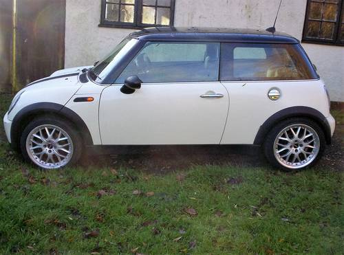 2006 mini one lovely condition both bodywise and interior SOLD (picture 1 of 2)