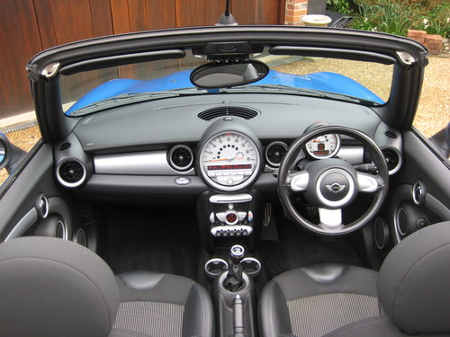 2010 Mini Cooper S Convertible With JCW Bodykit+17 For Sale (picture 4 of 6)