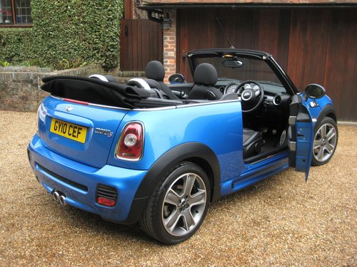 2010 Mini Cooper S Convertible With JCW Bodykit+17 For Sale (picture 5 of 6)