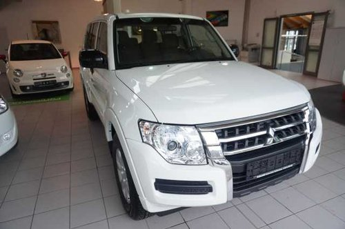 2018 BRAND NEW LHD MITSUBISHI PAJERO 3.2 LEFT HAND DRIVE For Sale (picture 1 of 6)