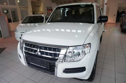 2018 BRAND NEW LHD MITSUBISHI PAJERO 3.2 LEFT HAND DRIVE For Sale (picture 2 of 6)