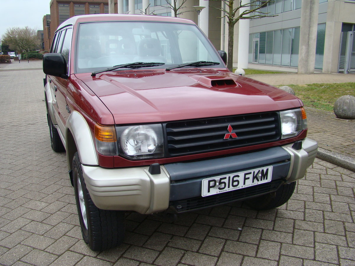 1996 SHOGUN 2.8 TD GLS LWB AUTO ++ JUST 45K MILES FROM NEW ++  SOLD (picture 1 of 6)