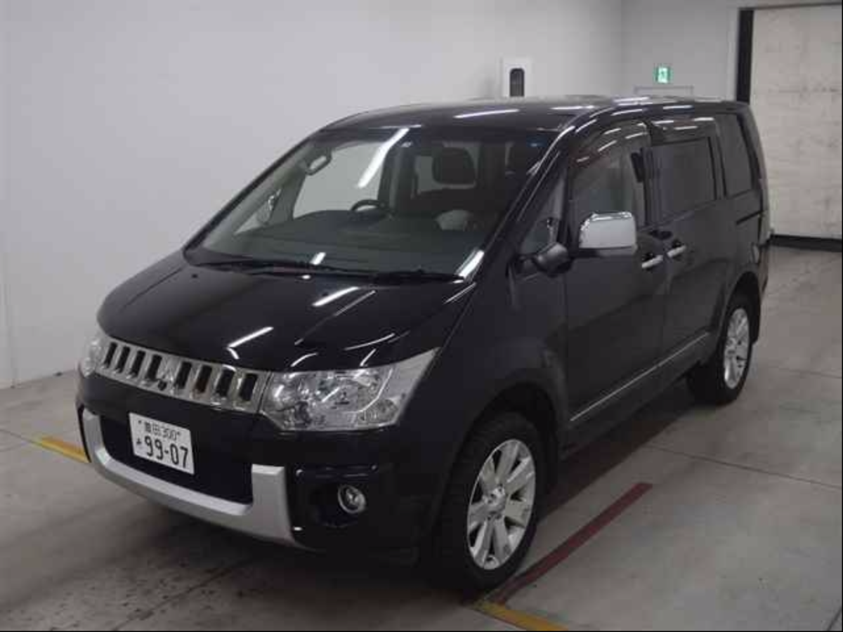 2009 Available Now - Fantastic - top of the range 4WD Delica . For Sale (picture 3 of 6)