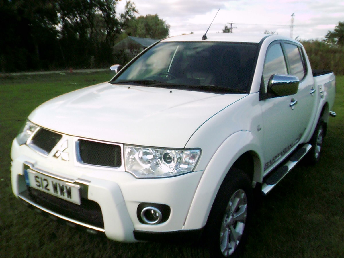 2011 low mileage double cab barbarian with full leather and air  For Sale (picture 3 of 6)