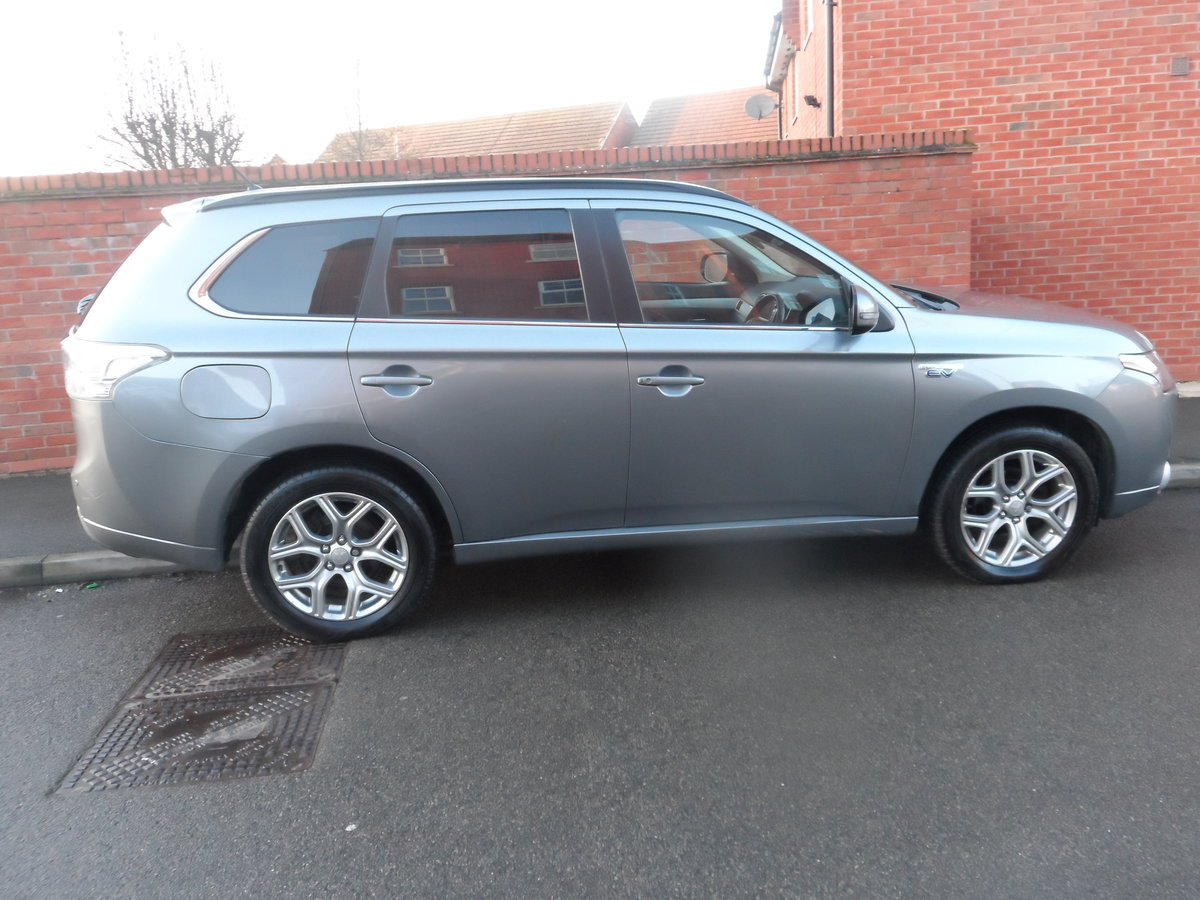 2014 SUPER DRIVER THIS AUTOMATIC CVT 4X4 OUTLANDER ONE OWNER For Sale (picture 1 of 6)
