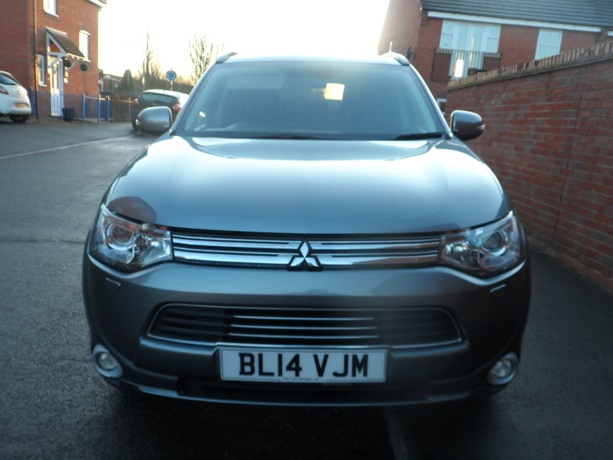 2014 SUPER DRIVER THIS AUTOMATIC CVT 4X4 OUTLANDER ONE OWNER For Sale (picture 2 of 6)