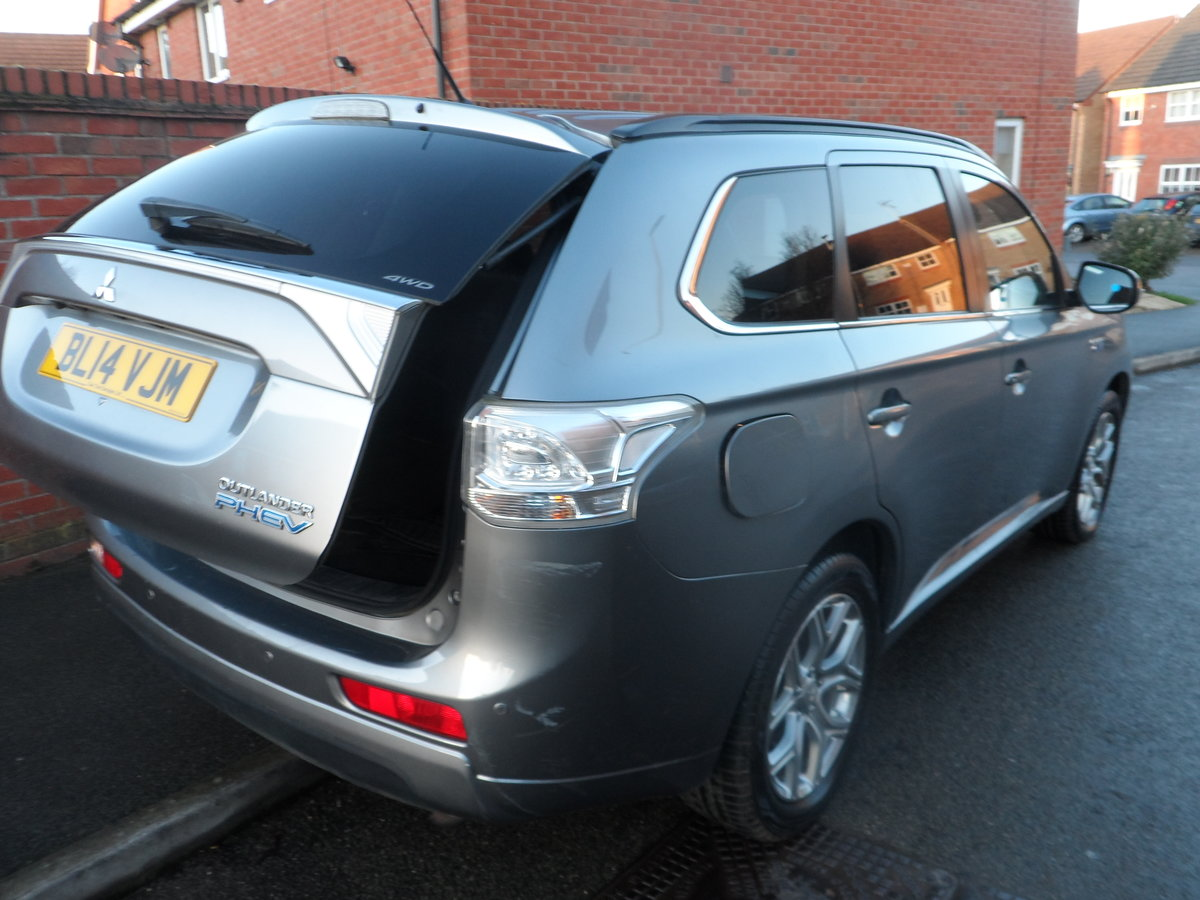 2014 SUPER DRIVER THIS AUTOMATIC CVT 4X4 OUTLANDER ONE OWNER For Sale (picture 3 of 6)