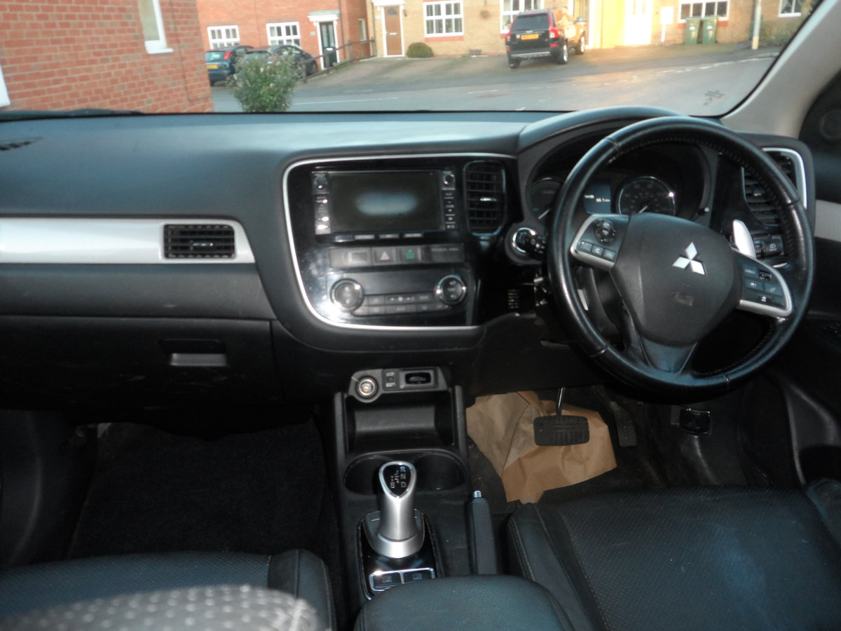 2014 SUPER DRIVER THIS AUTOMATIC CVT 4X4 OUTLANDER ONE OWNER For Sale (picture 4 of 6)