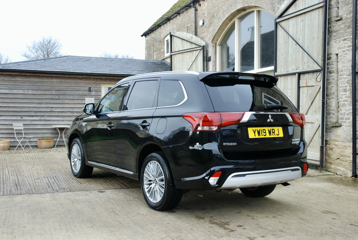 2109 MITSUBISHI OUTLANDER PHEV For Sale (picture 5 of 10)