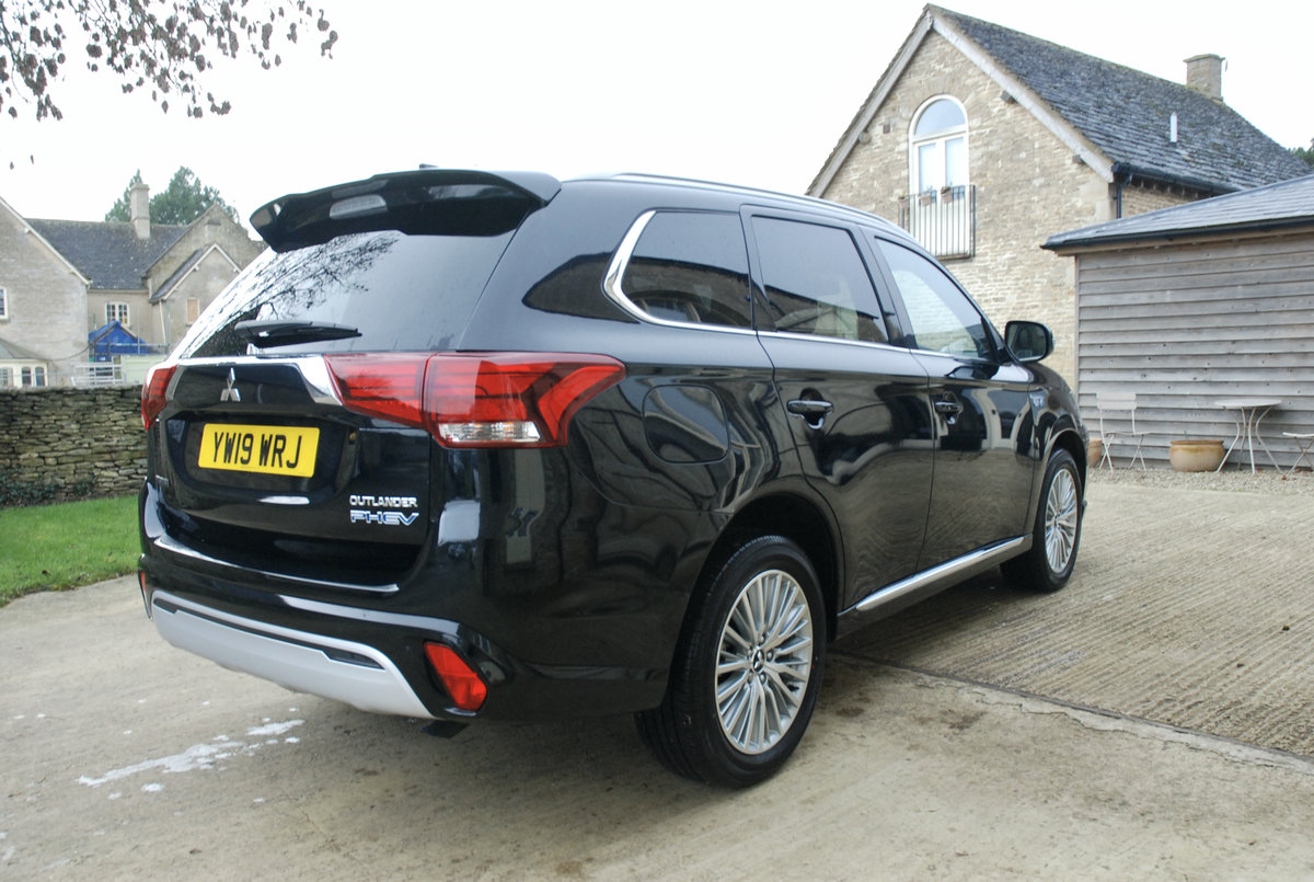 2109 MITSUBISHI OUTLANDER PHEV For Sale (picture 7 of 10)