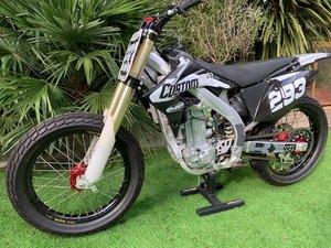 Flat tracker race bike