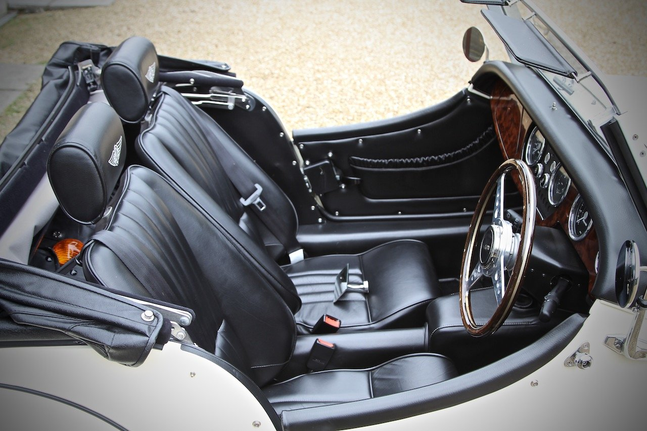 2015 Morgan 4/4 1.6, Classic Ivory over Black Leather For Sale (picture 4 of 6)