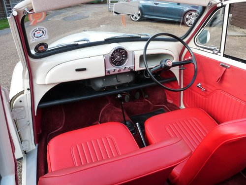 1967 Morris Minor Convertible, restored SOLD (picture 3 of 6)