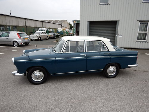 1966 MORRIS OXFORD Series Vl Farina Saloon  SOLD (picture 1 of 6)