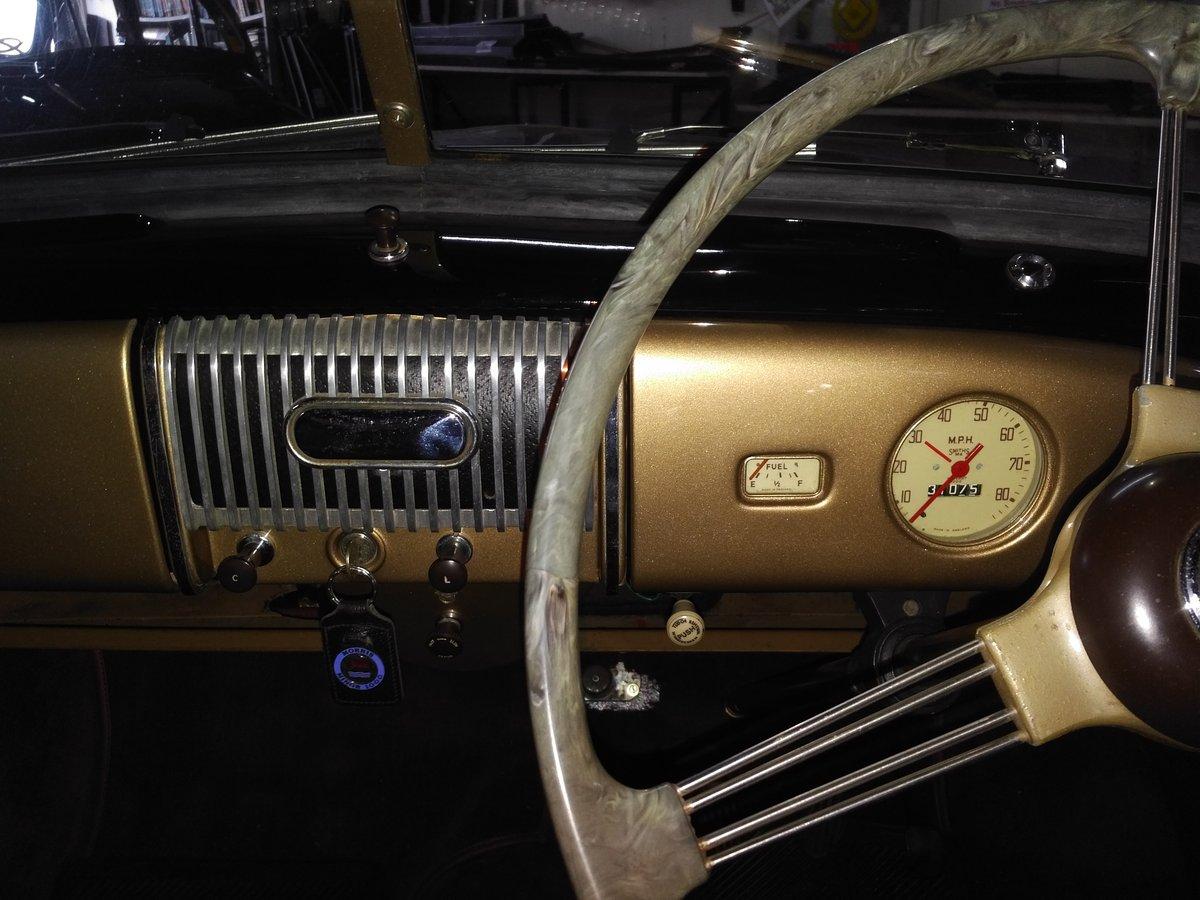 1954 Black Morris Minor Split-Screen 4-Door For Sale (picture 5 of 6)