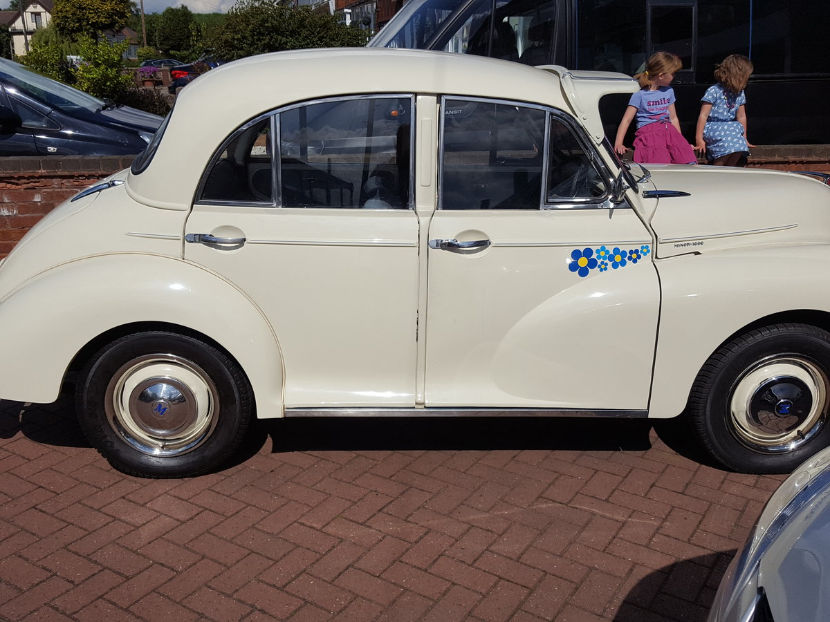Morris Minor 1964 1000 4 Door White Fully Restored For Sale (picture 3 of 6)