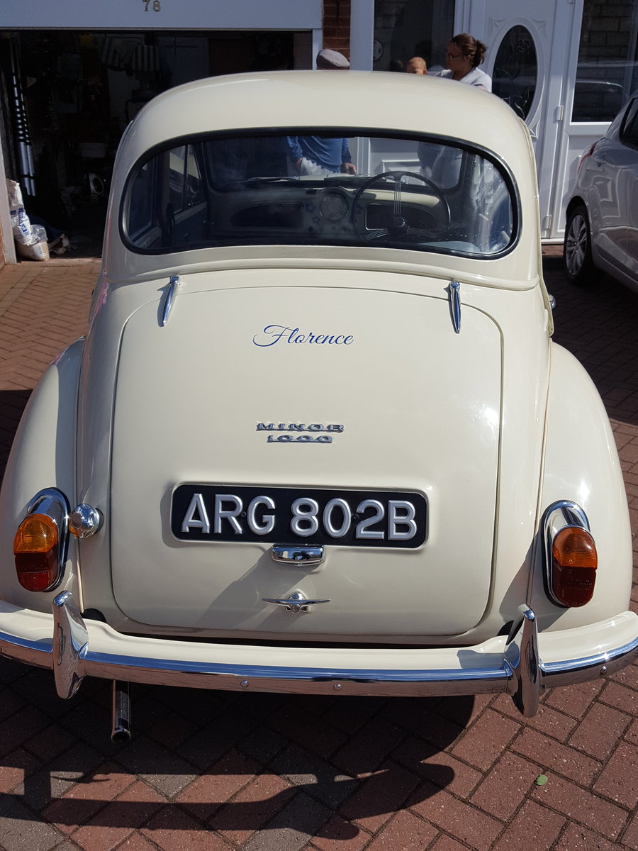 Morris Minor 1964 1000 4 Door White Fully Restored For Sale (picture 4 of 6)