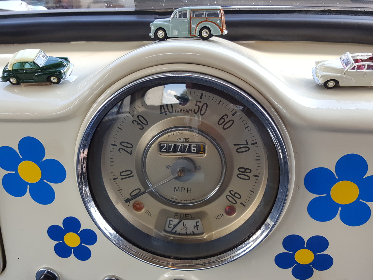 Morris Minor 1964 1000 4 Door White Fully Restored For Sale (picture 5 of 6)