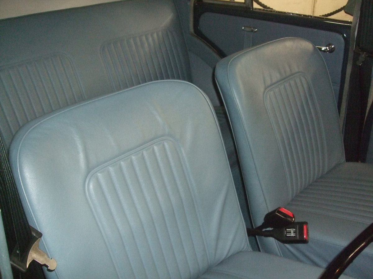 EXCEPTIONAL 1968 TRAFALGAR BLUE 4 DOOR SALOON For Sale (picture 5 of 6)