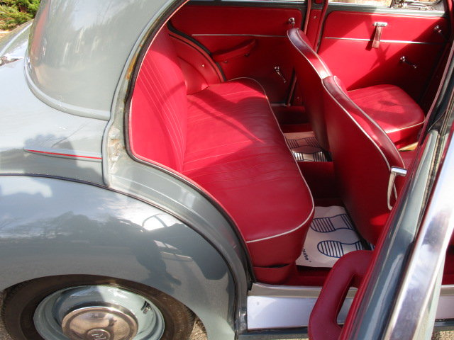 1953 Morris Minor Saloon  (Free Delivery within 200 miles) SOLD (picture 5 of 6)