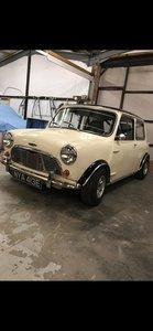 Morris Mini Cooper.